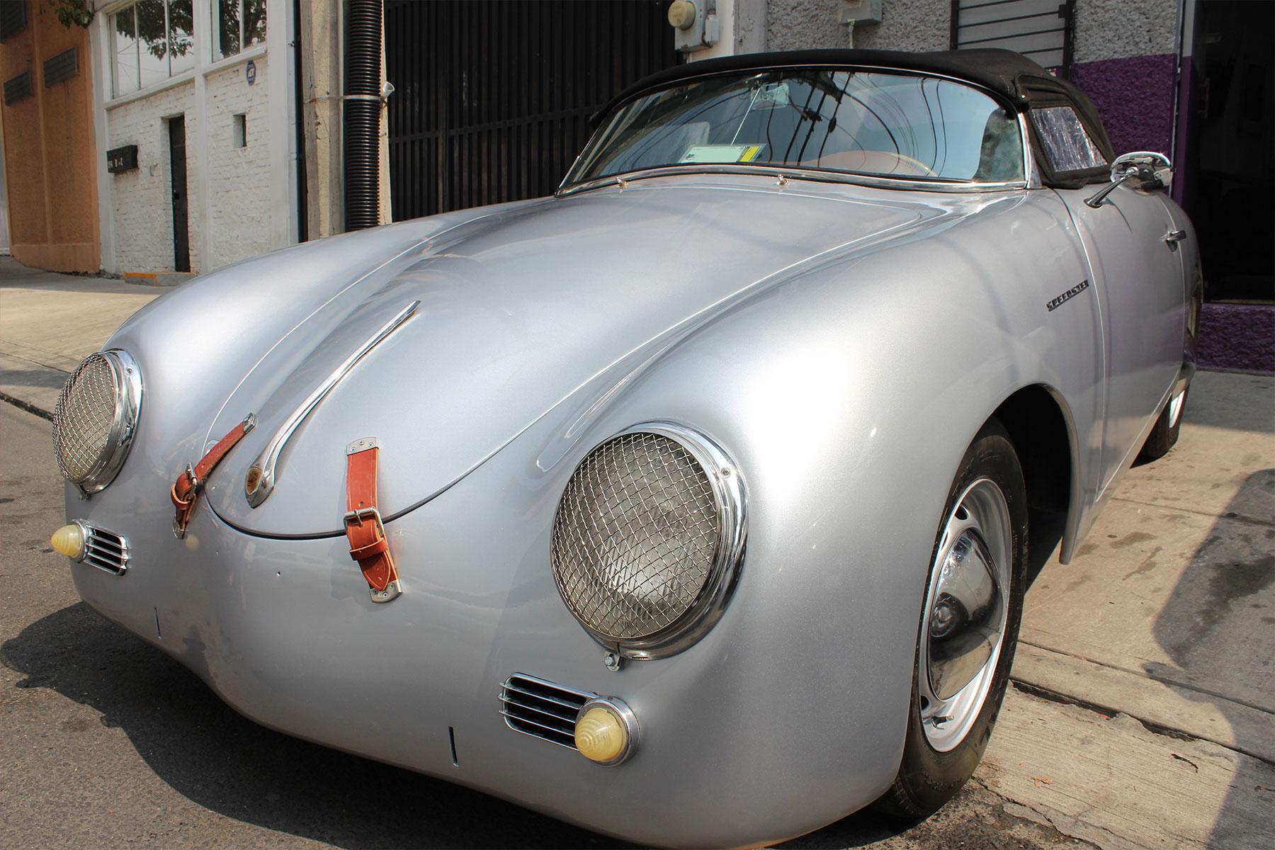Monkey_racing_1957_porsche_speedster_7